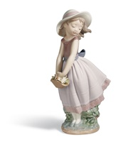 Pretty innocence Girl Figurine