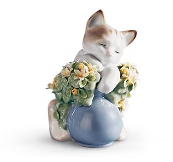 Dreamy Kitten Cat Figurine