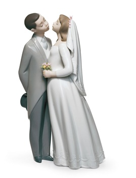 A Kiss to Remember Couple Figurine