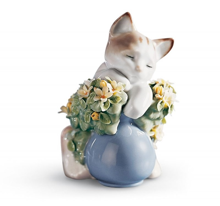 Dreamy Kitten Cat Figurine
