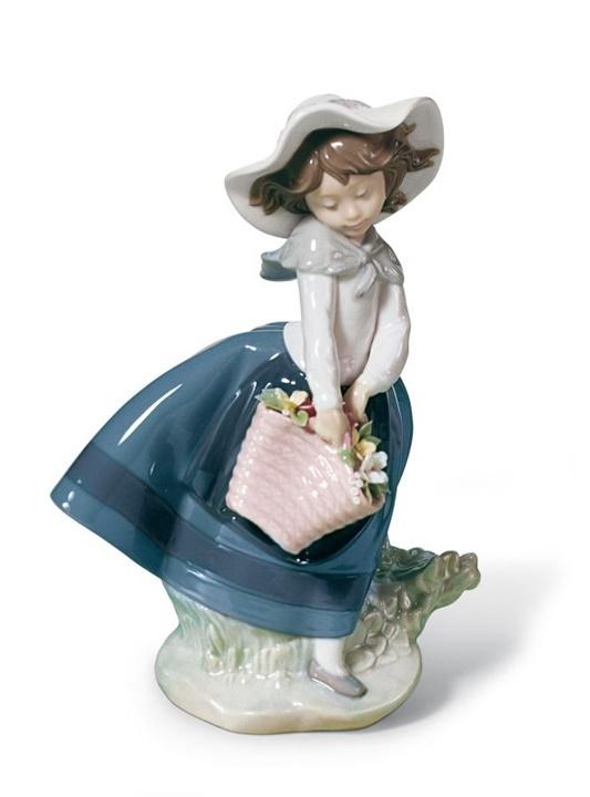 Pretty Pickings Girl Figurine